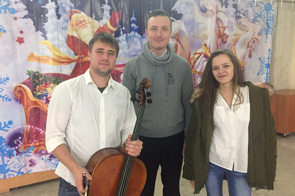 Артём Игоревич Майнас и музыканты из симфонического оркестра «RockestraLive» в городе Обнинске (26 ноября 2017 года)