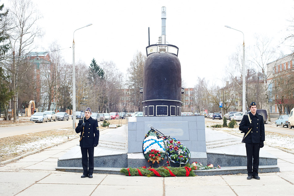 Дань уважения морякам-подводникам