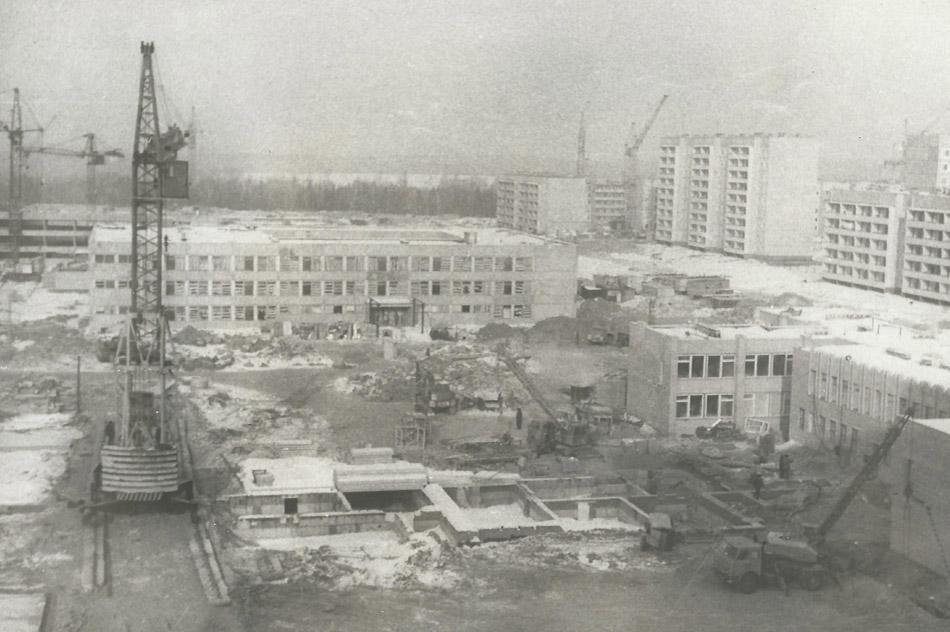 Школа №14, школа №15, детский сад №38 «Калинка» на этапе строительства (1985—1986 годы) в городе Обнинске
