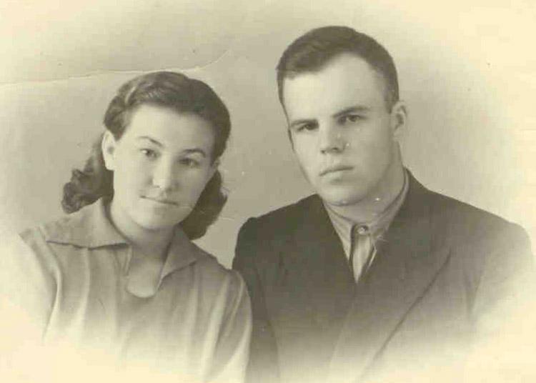 Начало семейной жизни: Людмила Фёдоровна Шкарпетина и Владимир Георгиевич Шкарпетин