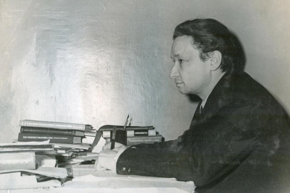 Станислав Романович Холев в 1962 году (вечернее отделение №5 МИФИ)