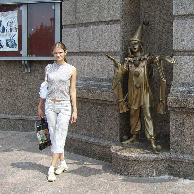 Татьяна Константиновна Филимонова в Киеве (около детского театра)