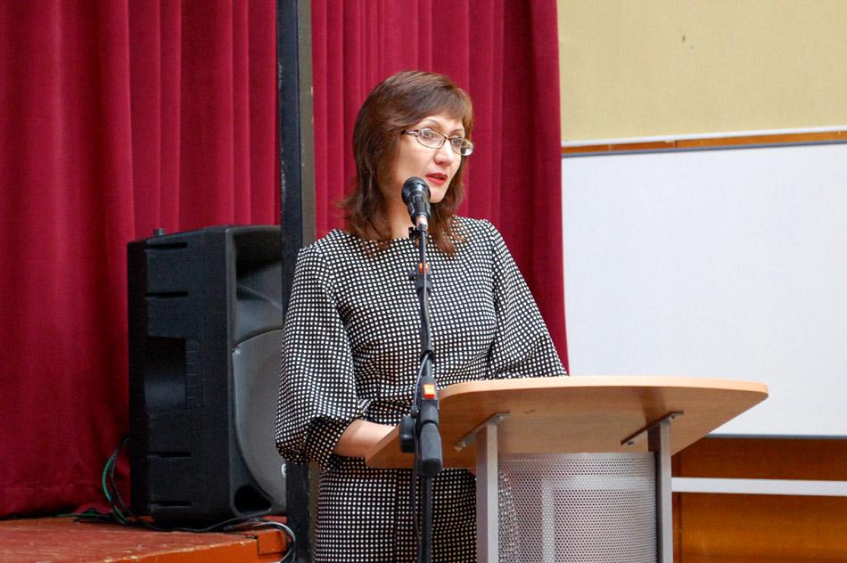 Татьяна Валерьевна Волнистова выступает на пленарном заседании в рамках «Городских педагогических чтений» в актовом зале лицея «Держава» (29 марта 2017 года)