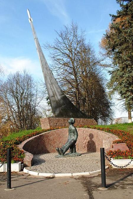 Памятник Циолковскому в городе Боровске