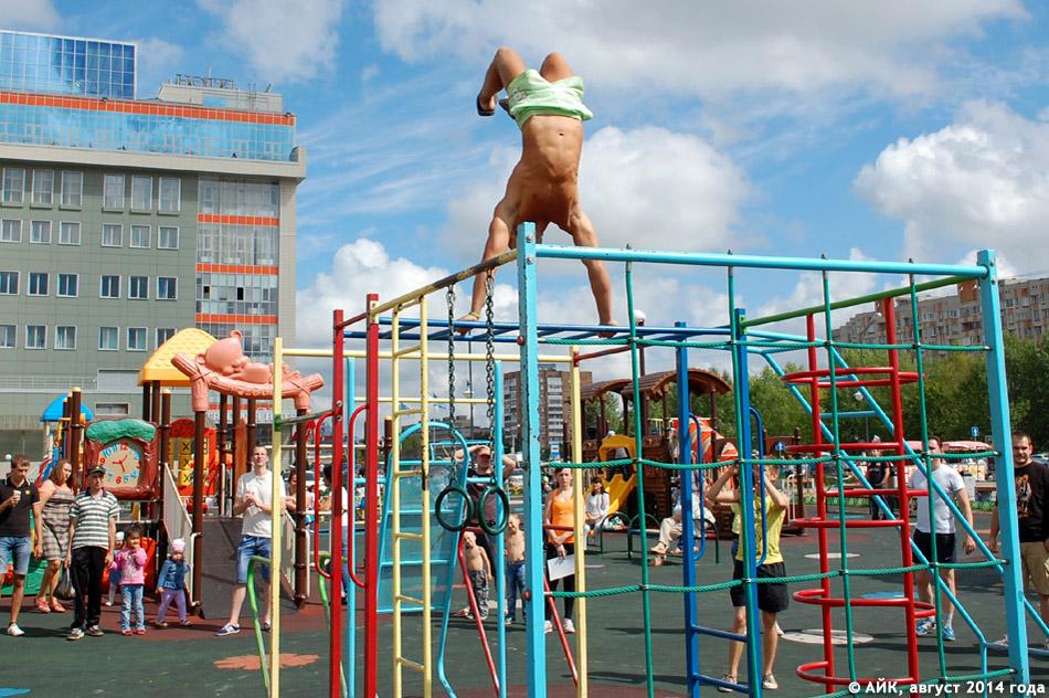 Выступление Ильи Цымбала на детской площадке около ТРК «Триумф Плаза» в городе Обнинске