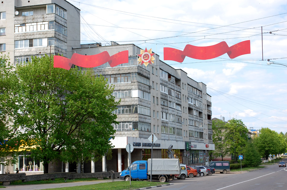 Праздничное оформление улицы Курчатова в городе Обнинске в мае 2016 года