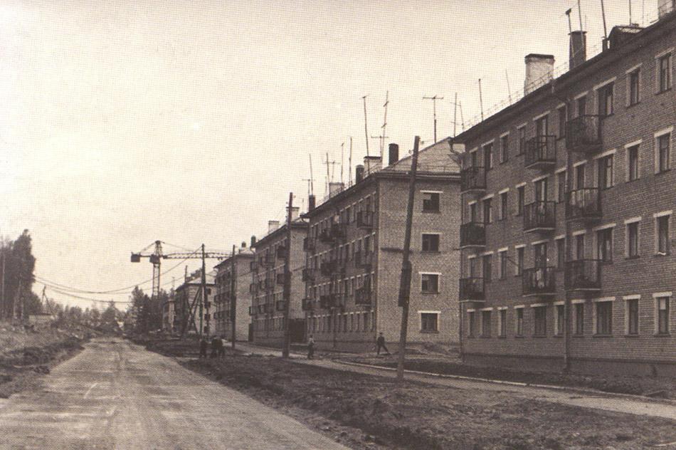 Застройка улицы Победы (бульвара Энтузиастов) в городе Обнинске