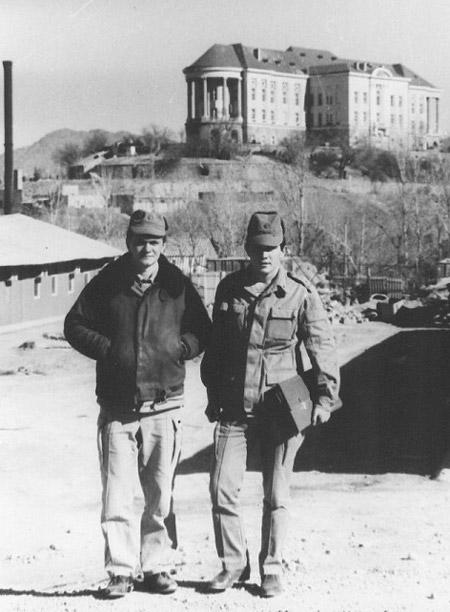 Владимир Александрович Наруков на фоне дворца Амина