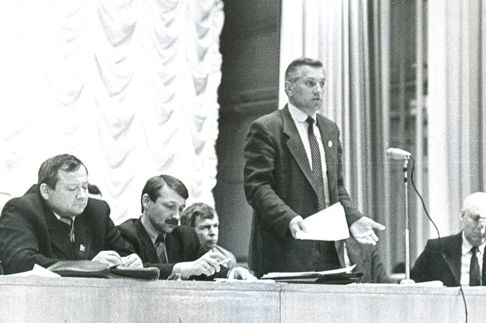Владимир Петрович Писарцев во время выступления