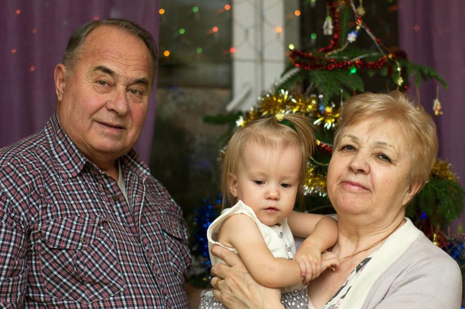 Владимир Романович Кушпита, Надежда Михайловна Кушпита и их внучка Василиса встречают 2016 год