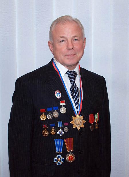 Владимир Васильевич Викулин с наградами