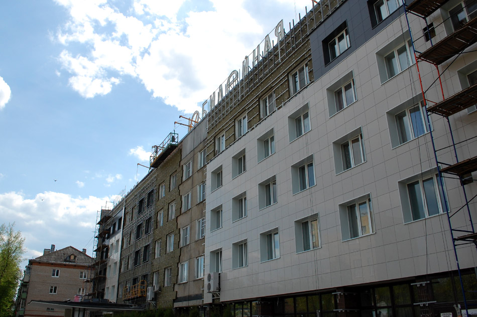 Обновление фасада здания гостиницы «Юбилейная» в городе Обнинске весной 2016 года