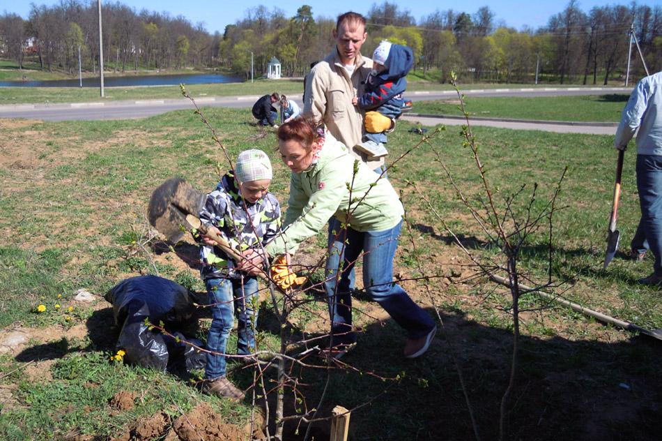 26 апреля 2014 года жители Обнинска участвовали во Всероссийском экологическом субботнике «Зелёная весна»
