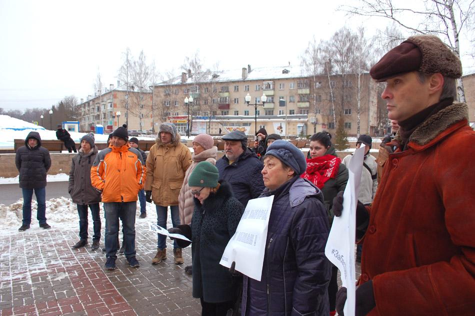Толпа участников мероприятия «Забастовка избирателей» в городе Обнинске
