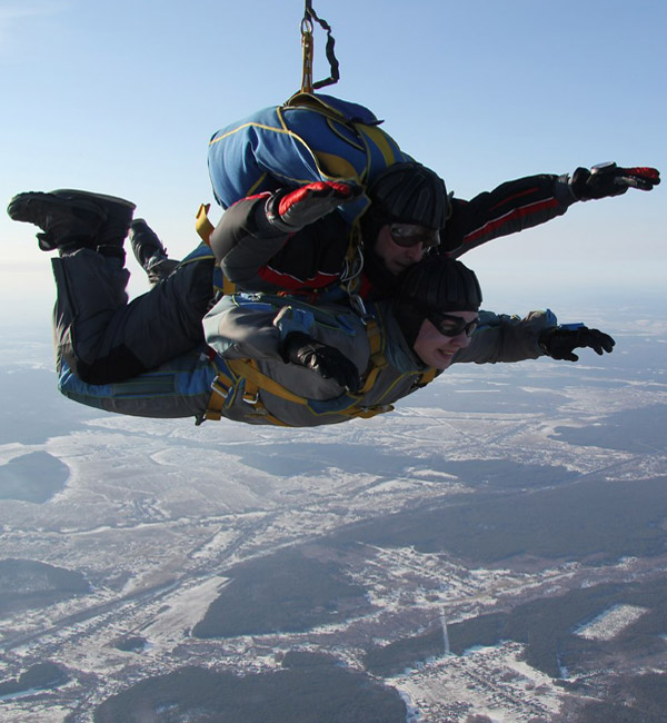 Илья Андреевич Затинщиков во время прыжка с парашютом